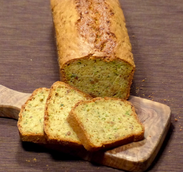 Zuchinikuchenauf-olivenbrett2-Kopie